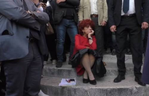 L'ultimo dono ai presidi della ministra Fedeli: usate la lingua di genere