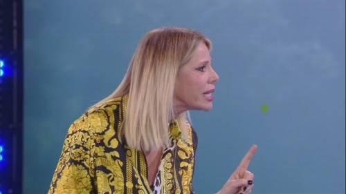 """Isola dei Famosi, Alessia Marcuzzi sbotta con Eva Henger: """"Tu sei fuori di testa"""""""