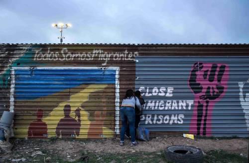 I prototipi del muro anti migranti con il Messico 6