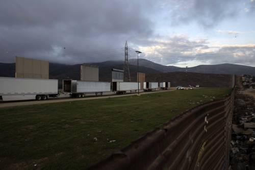 I prototipi del muro anti migranti con il Messico 2