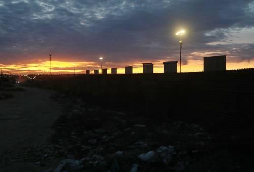 I prototipi del muro anti migranti con il Messico 8