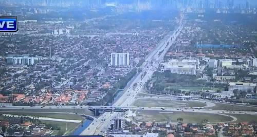 Miami, crolla ponte pedonale sulle auto 2