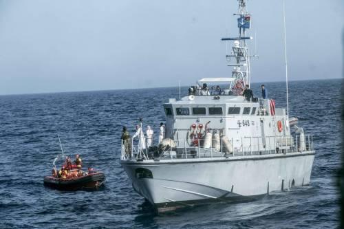 """Gli spagnoli salvano i migranti e vogliono """"dirottarli"""" in Italia"""