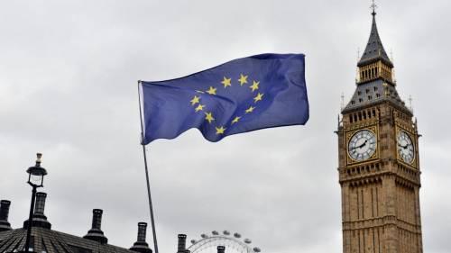 """Sempre più """"Britons"""" cambiano cittadinanza dopo Brexit"""
