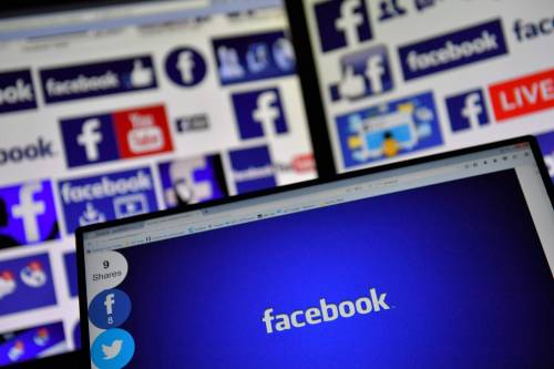 Facebook, cambia la password al fidanzato: condannata a due mesi di carcere
