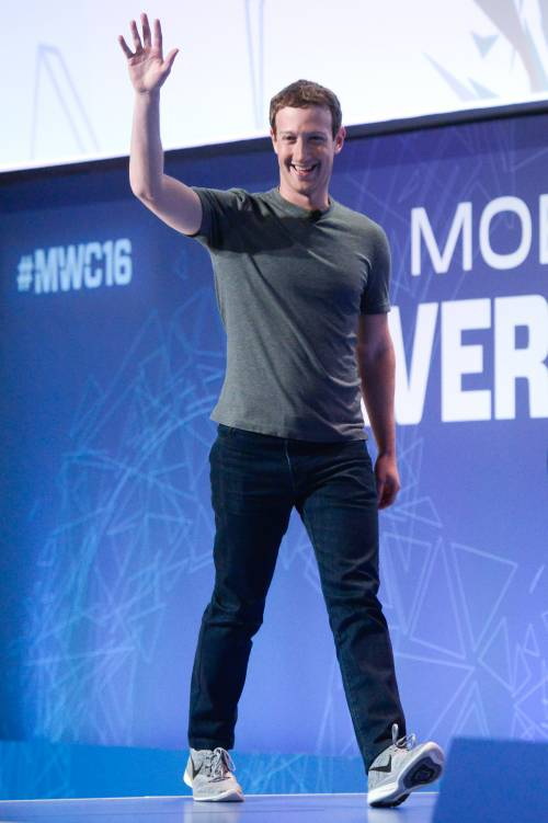 Facebook, Zuckerberg snobba la commissione britannica