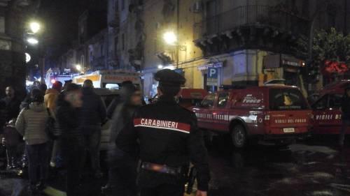 Catania, esplosione per la fuga di gas: travolti i pompieri, tre i morti