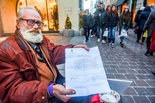 """Como, il parroco difende l'ordinanza anti clochard: """"Non tutti i mendicanti sono poveri"""""""