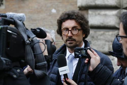 Sbarchi, è lite con Toninelli e Salvini arresta i clandestini