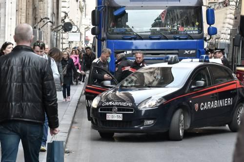 Roma, tir turco in via del Corso: fermato per controlli 3