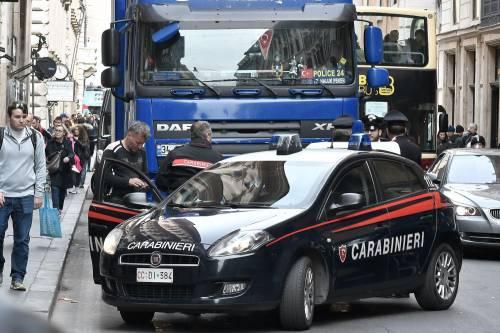 Roma, tir turco in via del Corso: fermato per controlli 7