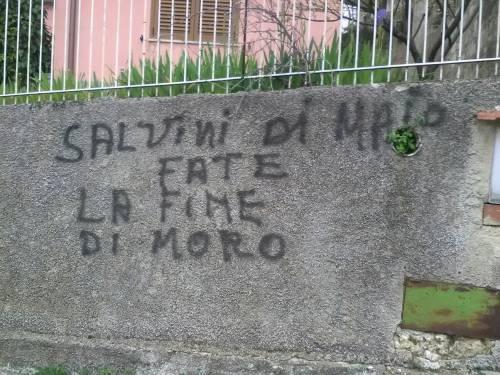 """Scritte contro Lega e M5S: """"Fate la fine di Moro"""""""