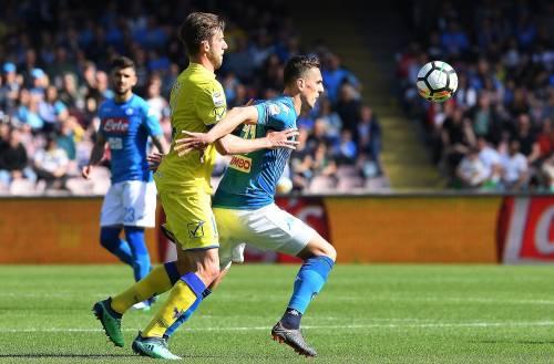 Serie A, il Napoli vince al 93' contro il Chievo. Azzurri a meno 4 dalla Juventus