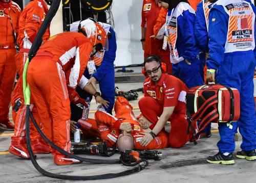 Bahrain, Raikkonen investe un meccanico: le foto dell'incidente 3