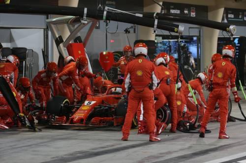 Bahrain, Raikkonen investe un meccanico: le foto dell'incidente 2