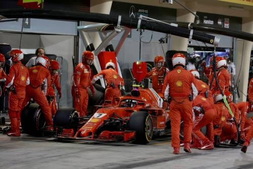 Bahrain, Raikkonen investe un meccanico: le foto dell'incidente 5