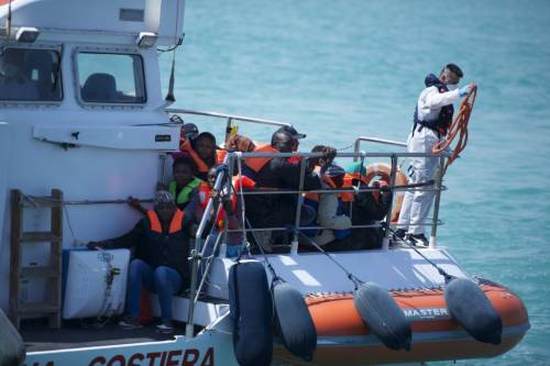 Migranti, l'Italia non cede: pronto il no al vertice Ue