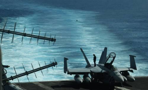 Non ci sono piloti e personale: i caccia Usa rimangono a terra