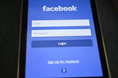 Facebook, ecco come sapere se il tuo account è stato usato da Cambridge Analytica