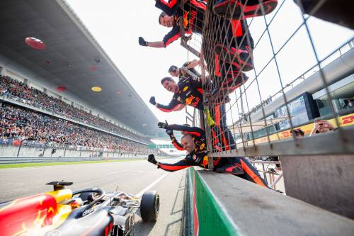 La Ferrari e Vettel abbattuti dall'olandese al volante