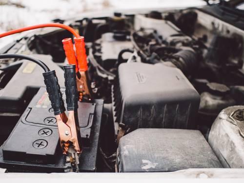 Batteria auto scarica: come affrontare l'emergenza