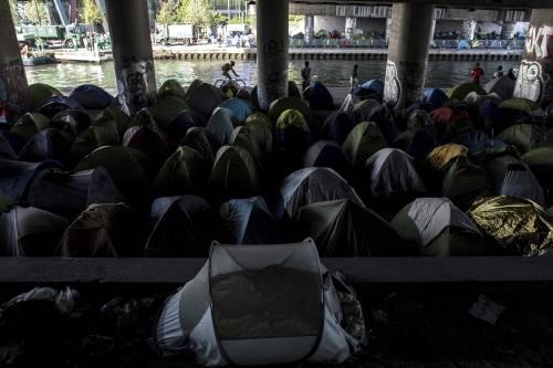 Ora Parigi sta diventando la nuova Calais 4