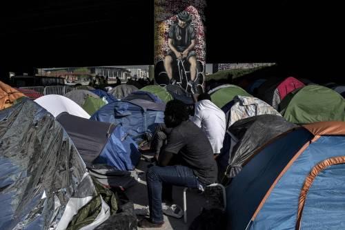 Ora Parigi sta diventando la nuova Calais 5