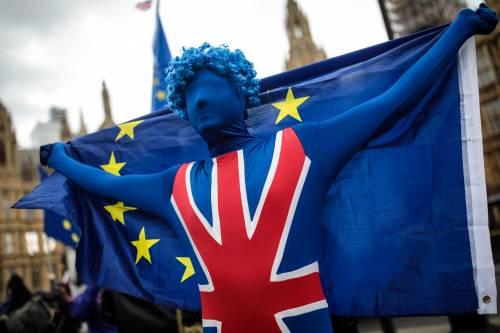 Brexit, ora Bruxelles prepara una tassa di 7 euro per i turisti inglesi che entrano nell'Ue