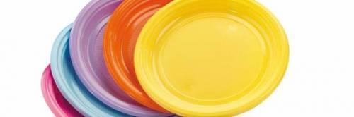 Ue dice no a piatti e posate di plastica: la proposta della Commissione