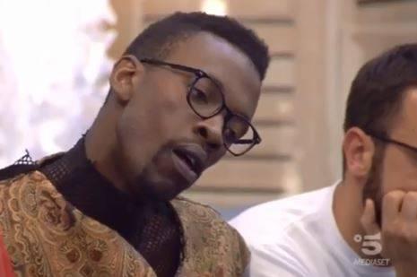 """Gf, Baye Dame: """"Sono senza lavoro. Sono rovinato, la mia famiglia mi dà i soldi"""""""