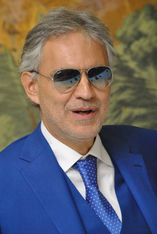Andrea Bocelli canterà dal balcone di Fedez e Chiara Ferragni