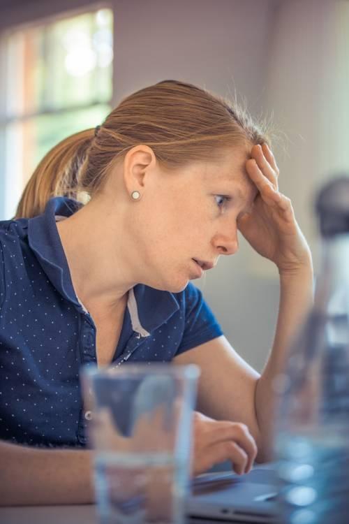 Mal di testa, come curare l'emicrania con l'alimentazione