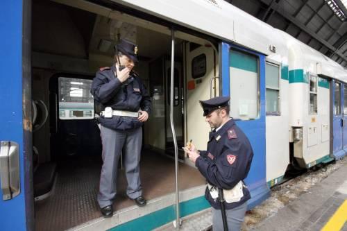 Rapina i pendolari con un mitra: fermato 17enne di origini maghrebine