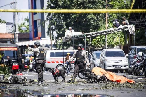 Indonesia, domenica di sangue nelle chiese 3