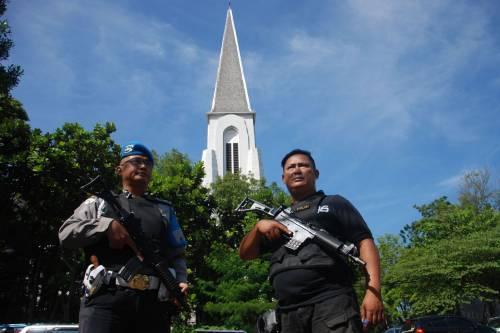 Indonesia, domenica di sangue nelle chiese 10