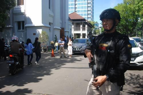 Indonesia, domenica di sangue nelle chiese 11