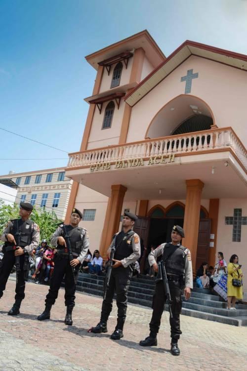 Indonesia, domenica di sangue nelle chiese 2