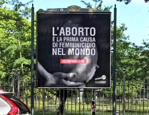 Manifesto contro l'aborto a Roma: scoppia la bufera