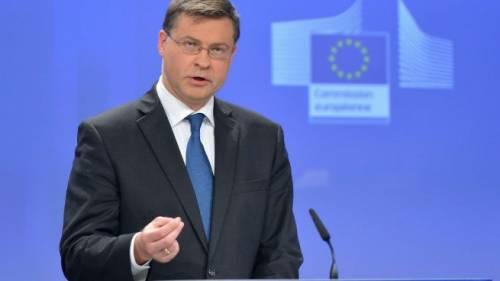 """L'Europa bacchetta l'Italia: """"Ridurre debito e deficit"""""""