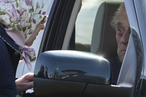 Principe Filippo in auto per l'Horse Show 2