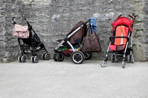 Picchia bimba in strada: arrestata la baby sitter romena