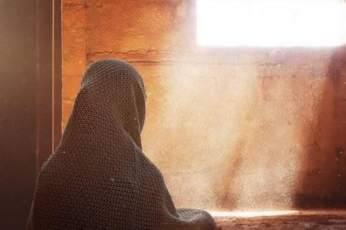 Quel ballo davanti alla moschea che fa scattare la chiusura