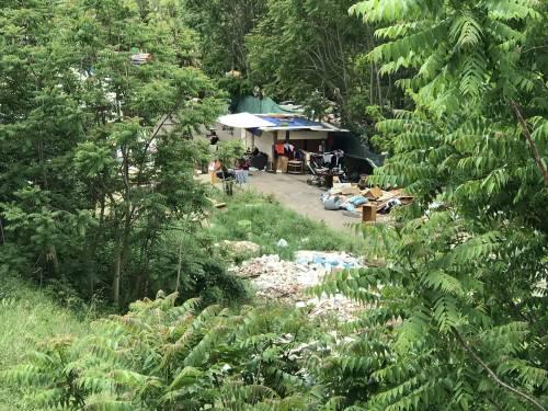 Nascosta dalla vegetazione, ecco la nuova favela rom di via Togliatti 3