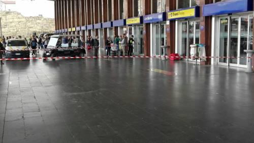Allarme bomba a Termini per un borsone abbandonato 4