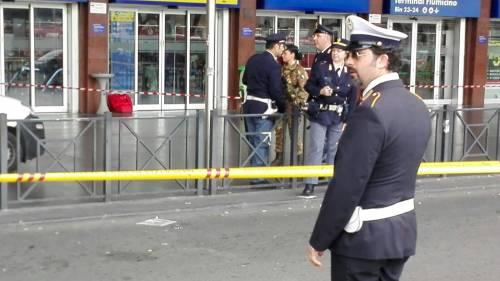 Allarme bomba a Termini per un borsone abbandonato 2