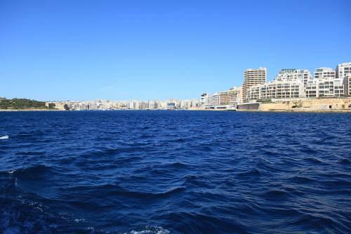 Malta non fa sbarcare Lifeline e la spinge verso l'Italia