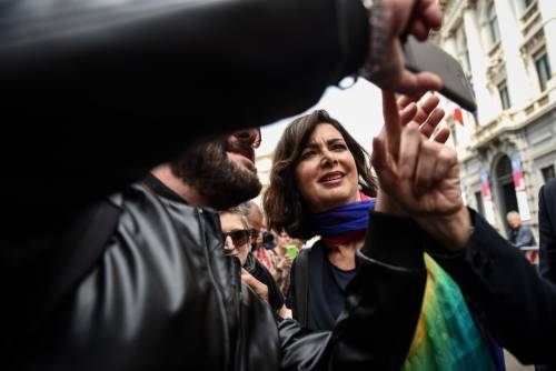 """Boldrini&Strada si infuriano. Il premier: """"Noi lasciati soli"""""""