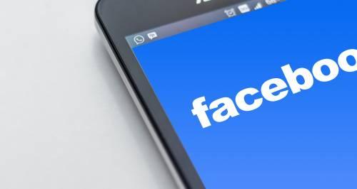 Privacy, Facebook condivide dati con i produttori di smartphone