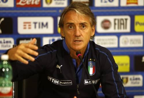 """Mancini """"eroe"""" in vacanza: soccorre un'anziana investita da un auto"""