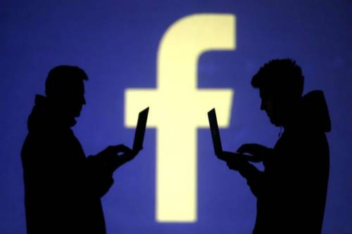 Dalle Storie al Revenge Porn: è polemica tra Snapchat e Facebook